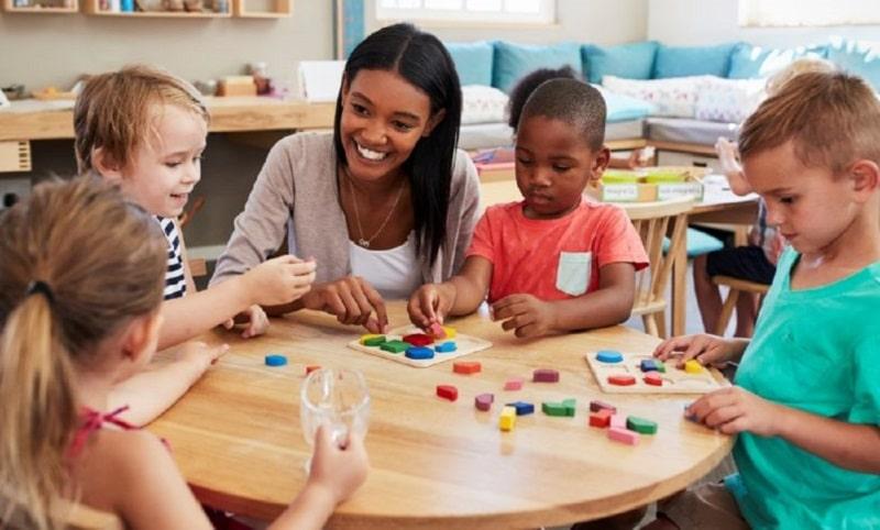 Comment devenir professeur à Montessori